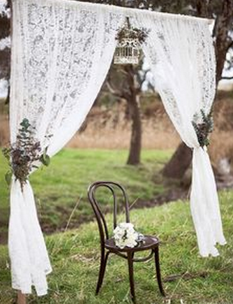 AWESOME WEDDING PHOTO PROPS Old Chair