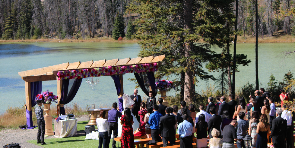 lac le jeune wilderness resort - lakeside wedding ceremony kamloops